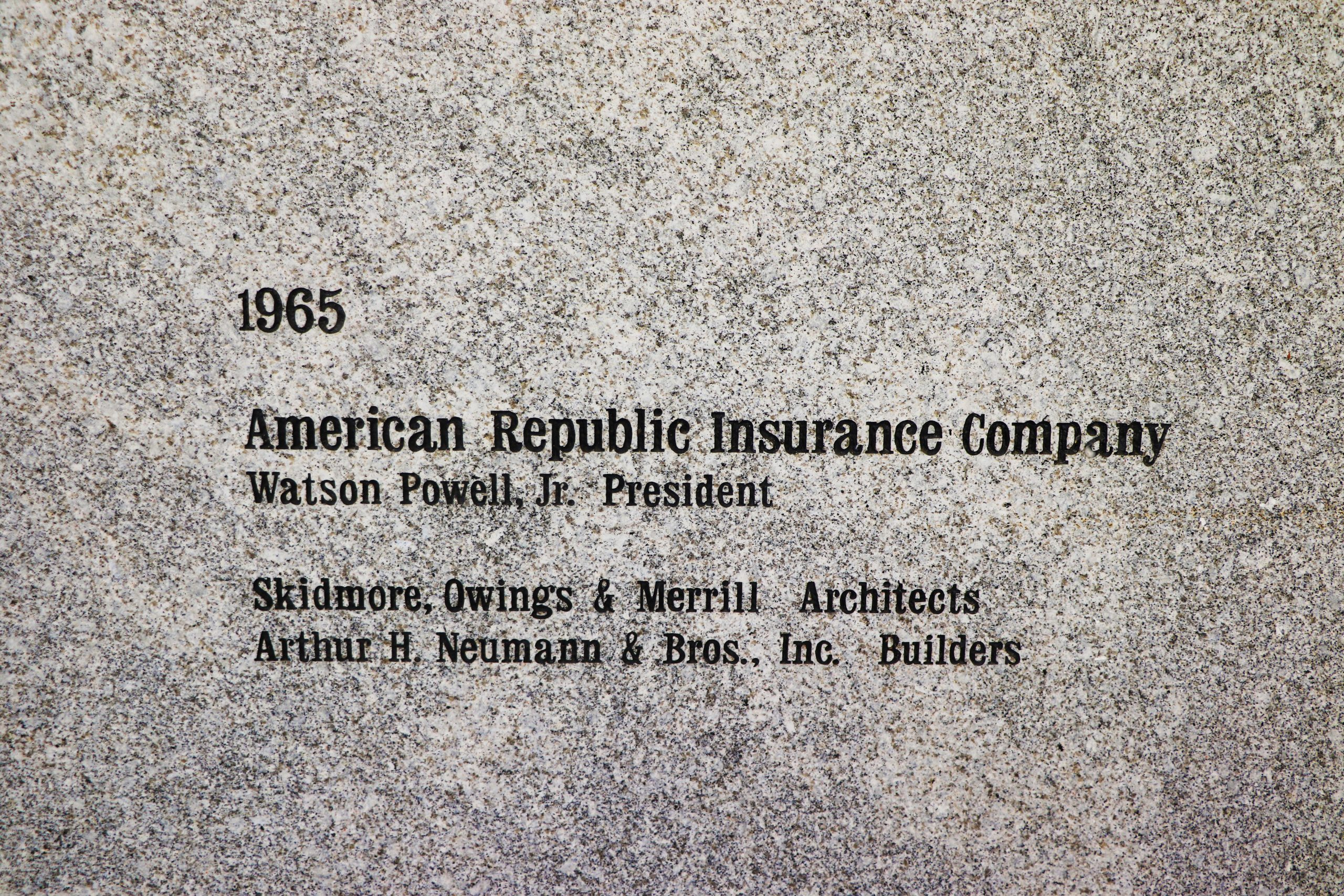 Plaque describing the sphere and naming the architect (Skidmore, Owings & Merrill) and Neumann Brothers